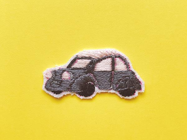 サテンステッチで刺した車の刺繍
