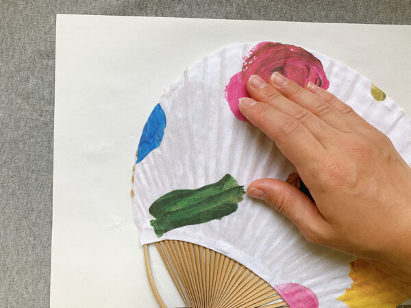 お気に入りの布で作る簡単うちわの作り方