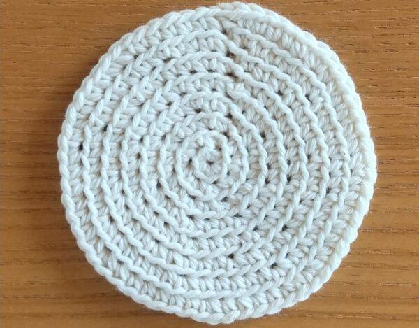 すじ編みがポイント!まんまるコースターの作り方
