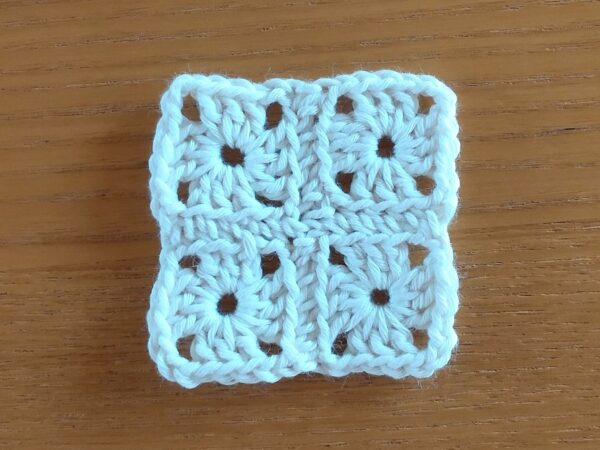 かぎ針編みで作る、しかくいコースターの作り方